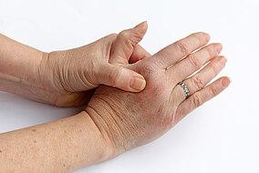 Die Hände einer Frau