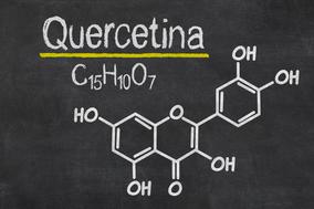 Formula chimica e struttura della quercetina