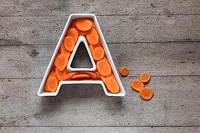 Forma della lettera A riempita di rondelle di carota