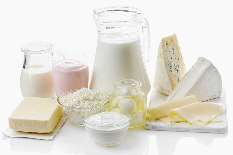 Foto mit Milchprodukten auf einem Tisch